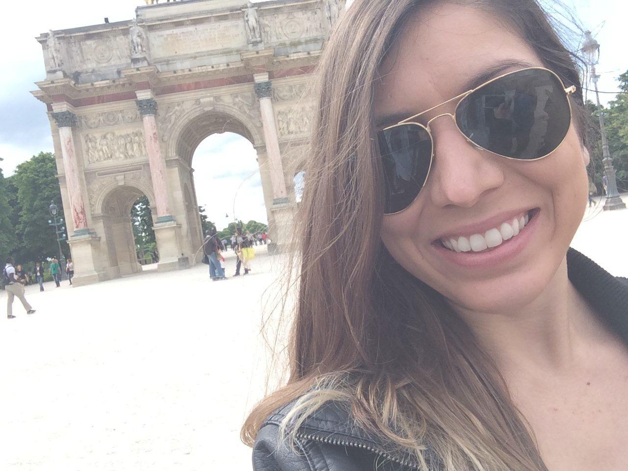 selfie paris review ef college break