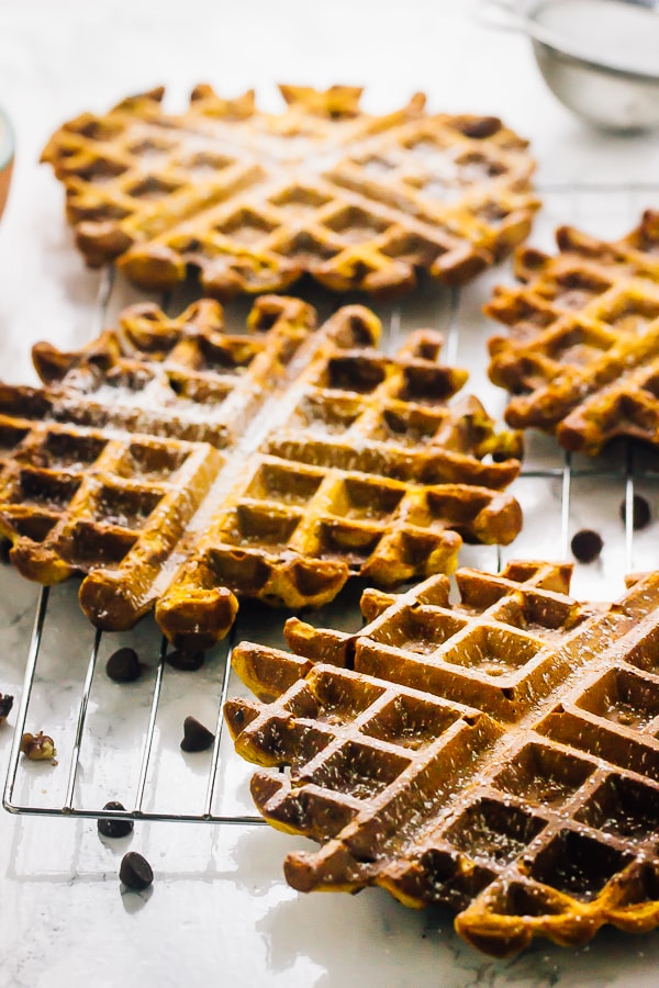 Flourless Vegan Pumpkin Spice Waffles. 17 Quick And Easy Breakfast Recipes To Save You Time. You can meal-prep these Sunday night or make them the night before. #makeahead #makeaheadmeals #breakfast