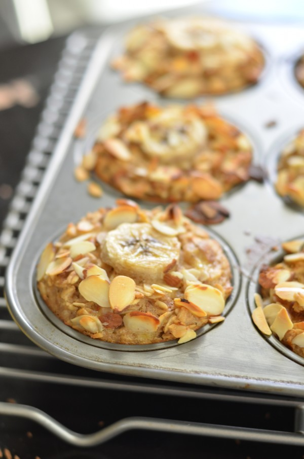 Make Ahead Banana Almond Baked Oatmeal Cups. 17 Quick And Easy Breakfast Recipes To Save You Time. You can meal-prep these Sunday night or make them the night before. #makeahead #makeaheadmeals #breakfast