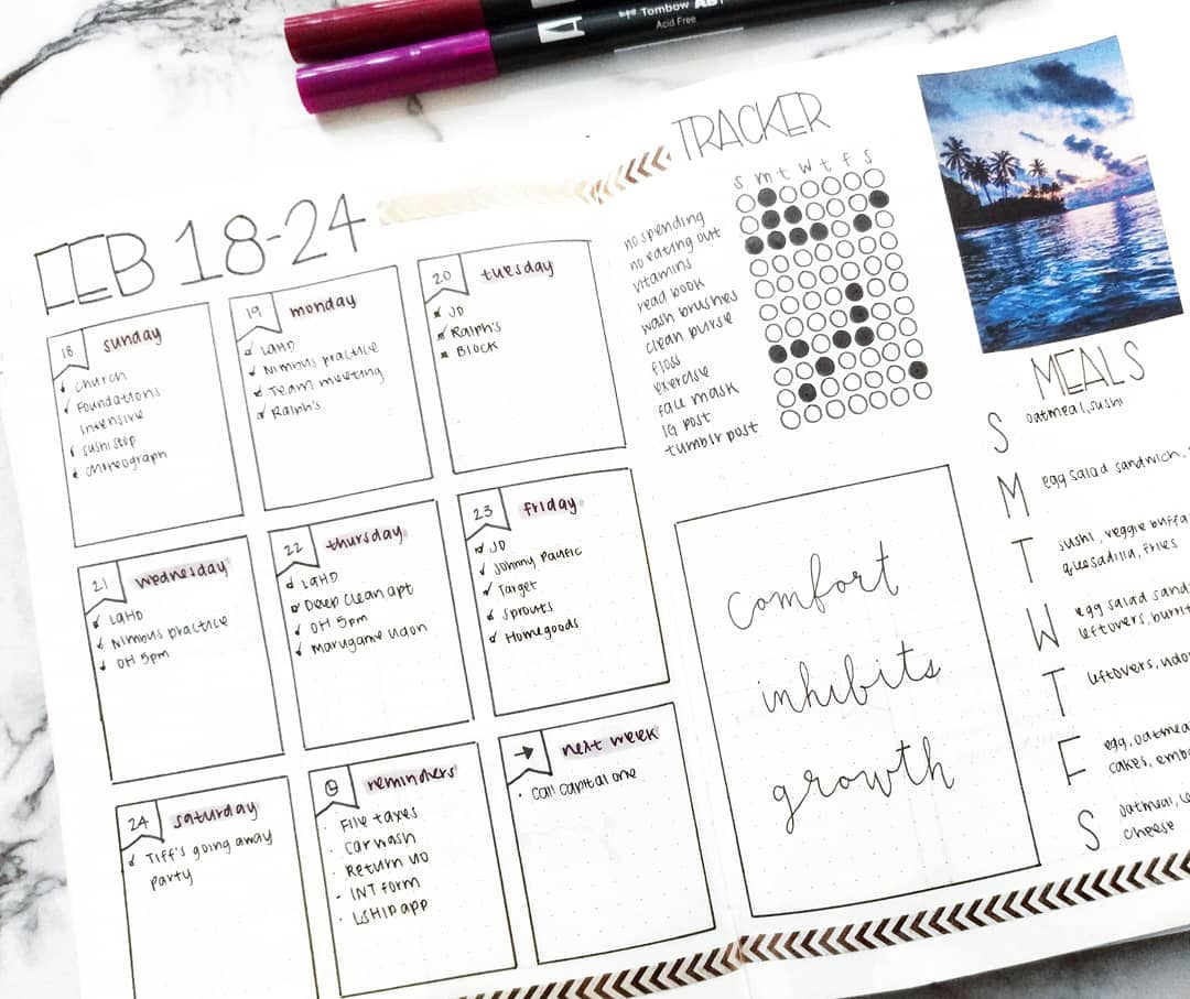 30 Amazing Bullet Journal Weekly Spreads You'll Want To Steal. Weekly calendar overview and keep goals tracked. Incredible ideas from easy minimalist cover pages to set up to fun watercolor themes. No matter the month or year, these spreads will keep your tasks and events organized. January, February, March, April, May, June, July, August, September, October, November, December #bujo #bulletjournallove #bulletjournaladdict #bulletjournaljunkie #bujolove #bujocommunity #bujojunkies #bulletjournalcollection
