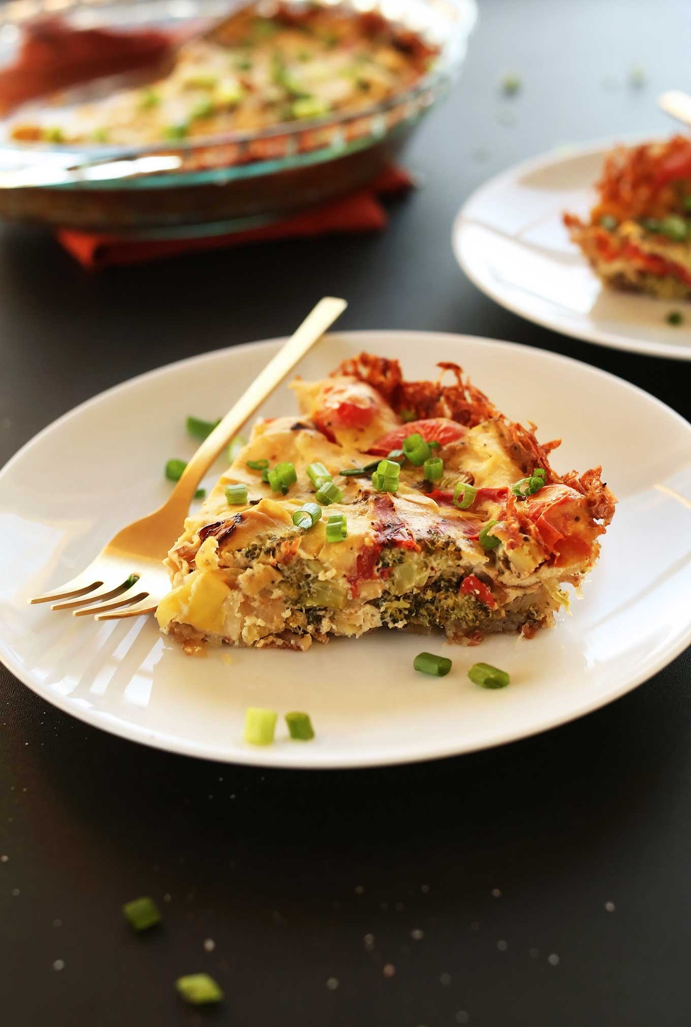 Tofu Quiche and 17 More Protein Packed Vegan Breakfast Ideas that are perfect for busy mornings and on the go. It's easy to eat clean and achieve your weight loss and fitness goals with these delicious recipes for your busy morning. From smoothies, tofu scrambles to overnight oats, you're sure to find something you love. #vegan #protein