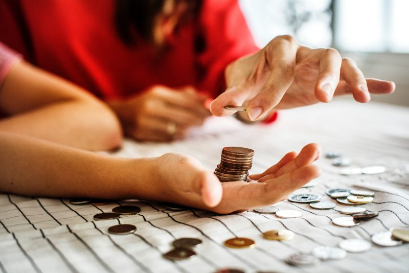 These Dave Ramsey tips are really good! If you need some ideas on Dave Ramsey budget, then definitely read this! This is a great for get out of debt tips! #getoutofdebttips #daveramseytips #daveramseysnowball #daveramseybudget #daveramsey