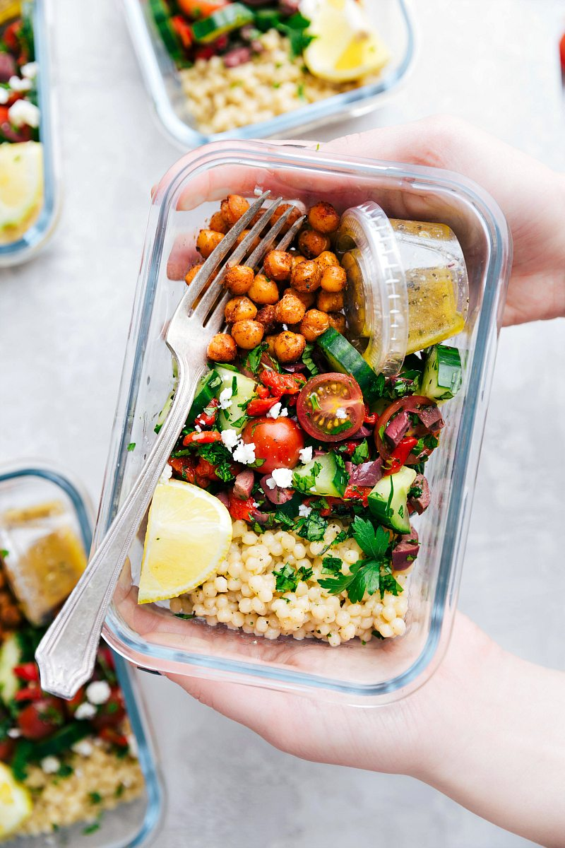 Healthy New Year: 2019 Meal Prep Round Up. Start off your new year with some healthy meal prep ideas that will save you time and money. Each prep also includes nutrition info and meal plans. No boring recipes here! #mealprep