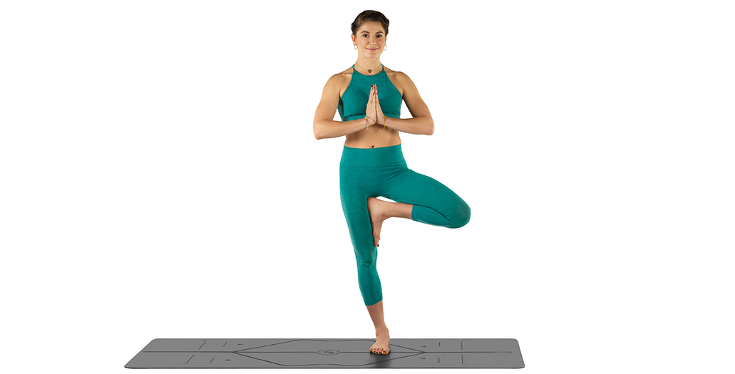 Here are 10 yoga poses that are beginner friendly. Start your yoga practice today with the easy beginner yoga sequence included in this post. #yoga #health #fitness