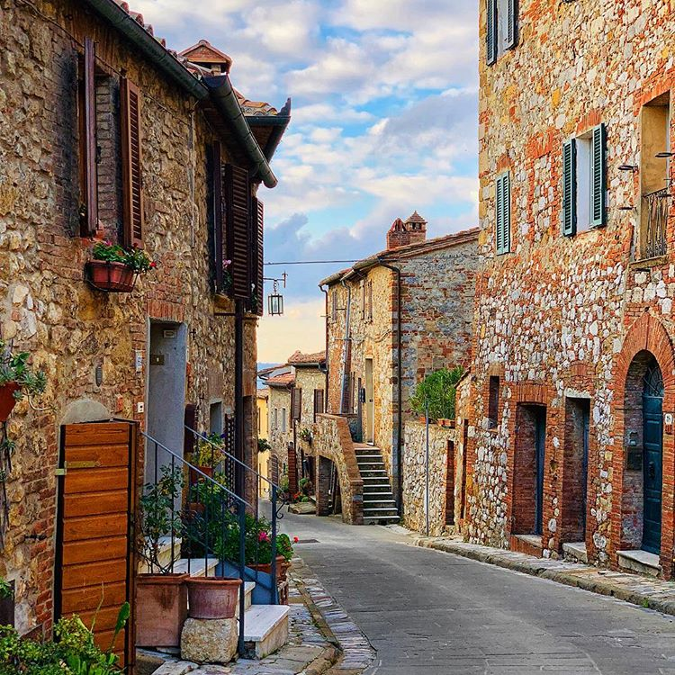 Beautiful villages in Italy to visit. Explore these small Italian towns off the beaten path from the Amalfi Coast to Cinque Terre . these beautiful destinations belong on your Italy itinerary #Italy #Europe #destination