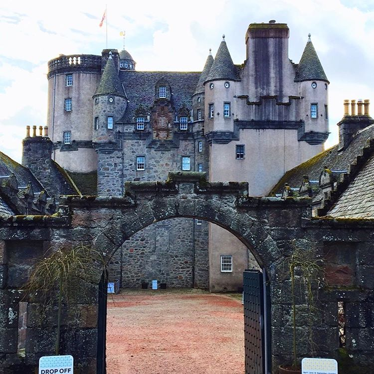 10 Scottish Castles that are straight out of a fairytale. These iconic landmarks in Scotland are a must see!! Some of the best castles in Inverness. Learn some little known facts about Scottish Castles before your trip.#scottishcastles #scottishcastle#castles #castle #scotland