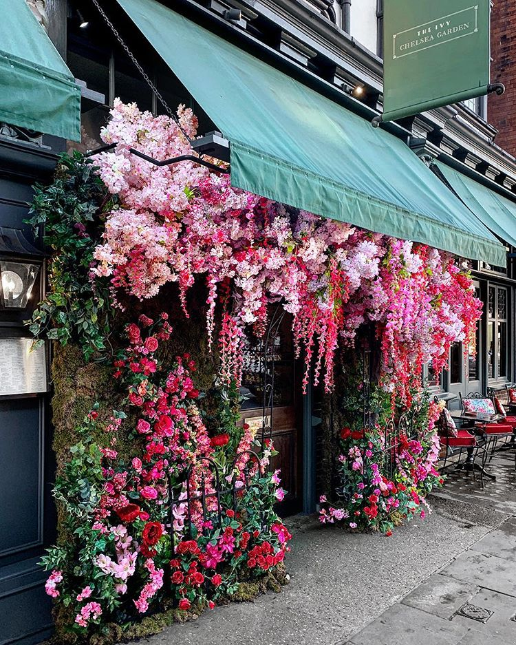 The Ivy Chelsea Garden London. One of the most instagrammable spots in London UK. The 10 cutest cafes london UK has to offer! These are the most instagrammable spots in London that you just can't miss! A guide to the best coffee shops in London, England. From pink pastry palaces to wisteria covered facades, these are gorgeous places. London travel tips; hidden gems in London Most Instagrammable spots London UK #london #londontravel #cafe