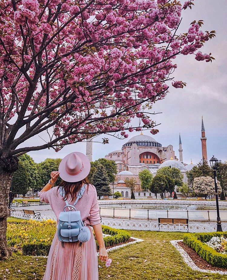 THINGS TO DO IN ISTANBUL TURKEY!! Is Istanbul a good place to visit? YES!! You will love it! Non touristy things do Istanbul. Some adventurous things to do in Istanbul. Things To Do, See And Eat In Istanbul, Turkey #Travel #Istanbul #wanderlust #turkey #bucketlist #destinations