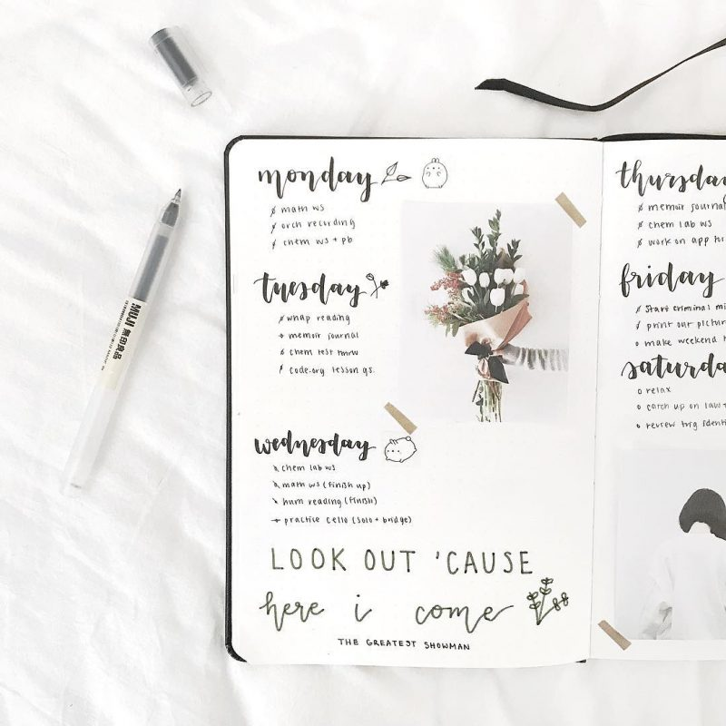 Simple, Beautiful and Minimalist Bullet Journal Weekly Spreads/Layouts you need to try right now. Easy Bullet Journal Spreads! You'll find all kinds of collection pages include key, index, budget & finances, workout, monthly cover, habit tracker, yearly calendar, future log, daily log, weekly spreads, books to read, and more to setup your minimalist bujo. monochromatic highlighting and other tips #bulletjournal #bulletjournalweeklylog #bujo #weeklyspread