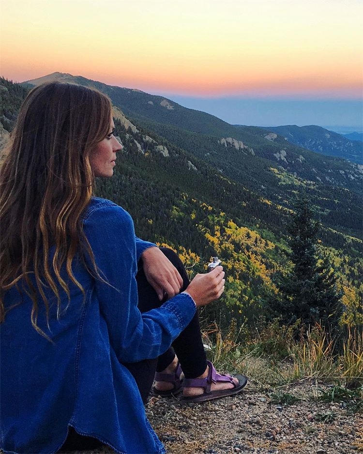 8 Reasons You Have To Solo Travel in Your Twenties. Although it can be intimidating to travel alone as a woman, there are a lot of pros that outweigh the cons. Female olo travel is an amazing opportunity that will broaden your horizons and help your confidence and independence. #solotravel #travel #femalesolotravel