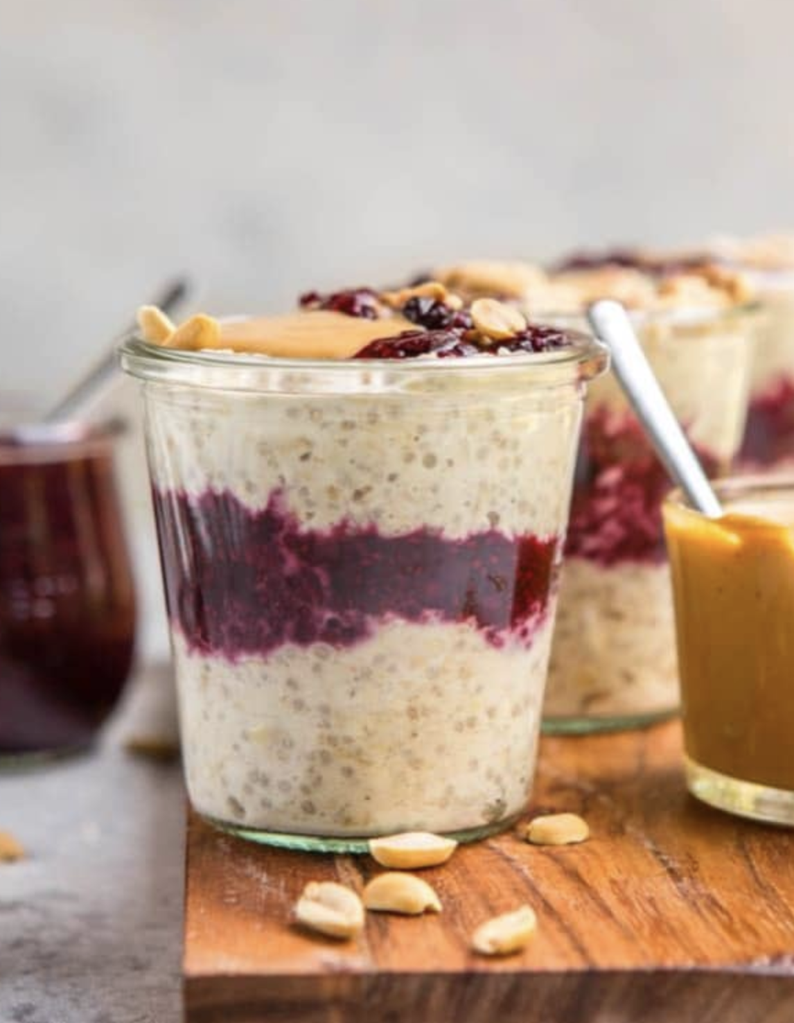 Overnight oats are amazingly simple to make and so healthy. Check out these quick and easy overnight oat recipe ideas for breakfast on the go for those busy mornings.  #overnight #oats #overnightoats #breakfast