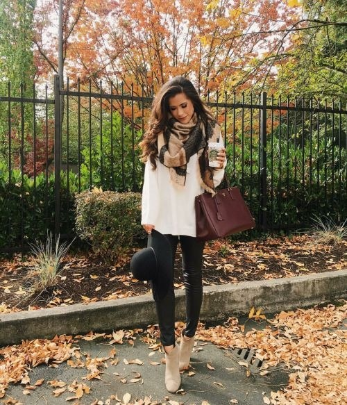 Looking for fall Outfit Ideas For Thanksgiving?! I've rounded up the perfect outfits for this holiday season! From casual to dressy, get the perfect look! Don't forget, booties are mandatory! #falloutfits #thanksgivingoutfit #fashion