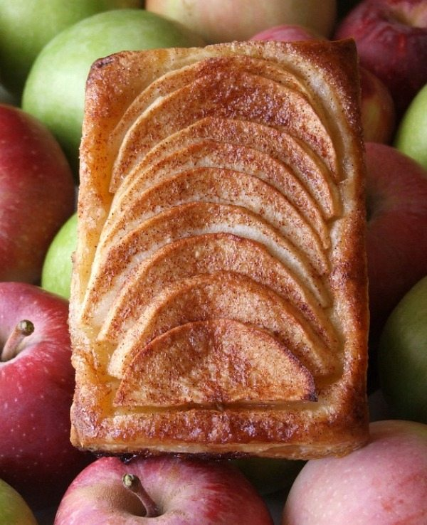 Delicious apple desserts to try this fall. The yummy and decadent desserts are perfect for Thanksgiving or Friendsgiving get-together #FallDesserts #Desserts #AppleDesserts