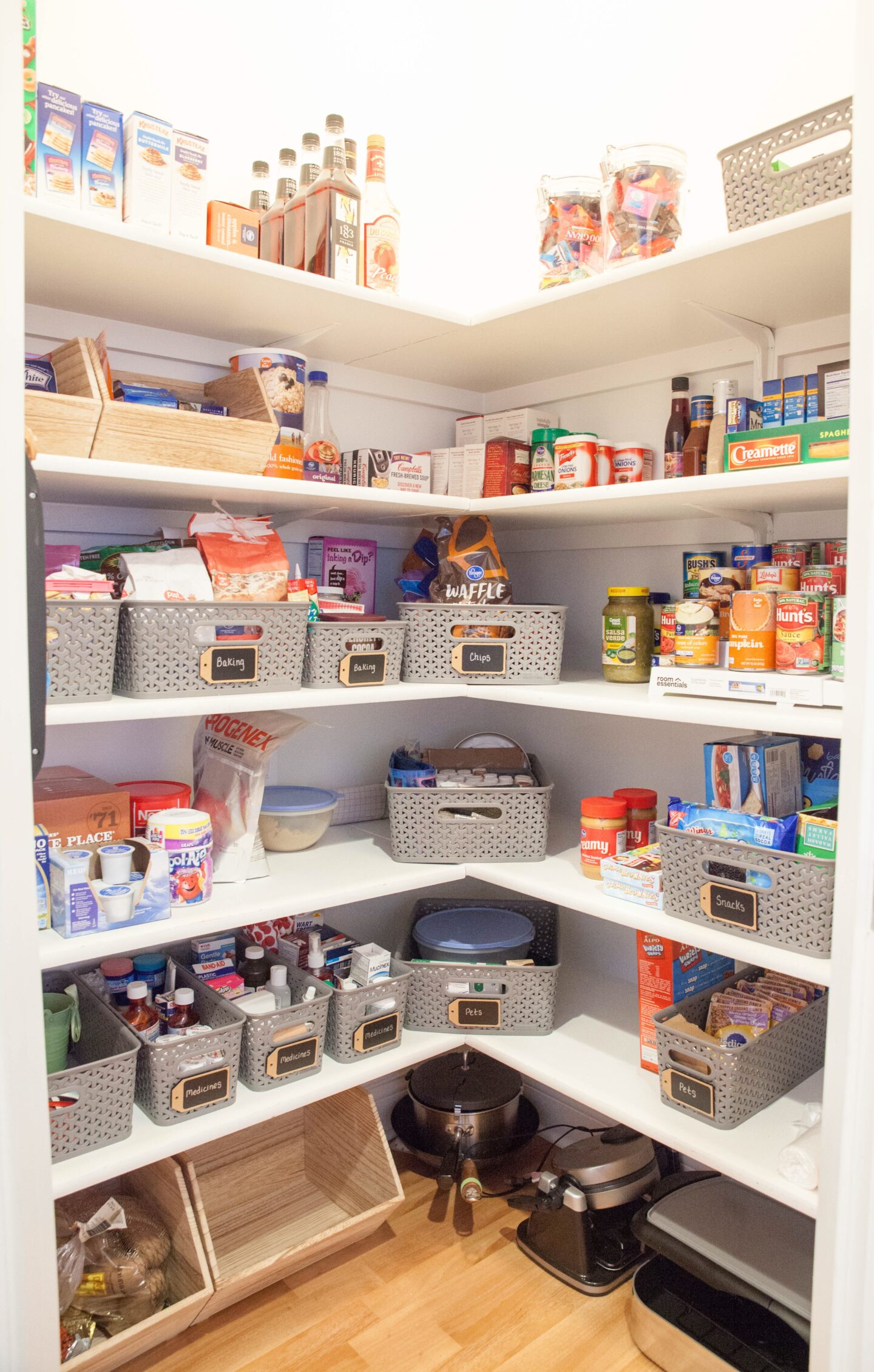 How to organize your Pantry with dollar tree items! Organize your kitchen and pantry on a budget. Frugal items for an organized pantry and home #Pantry #organizationtips #dollartree #dollartreeorganizationtips