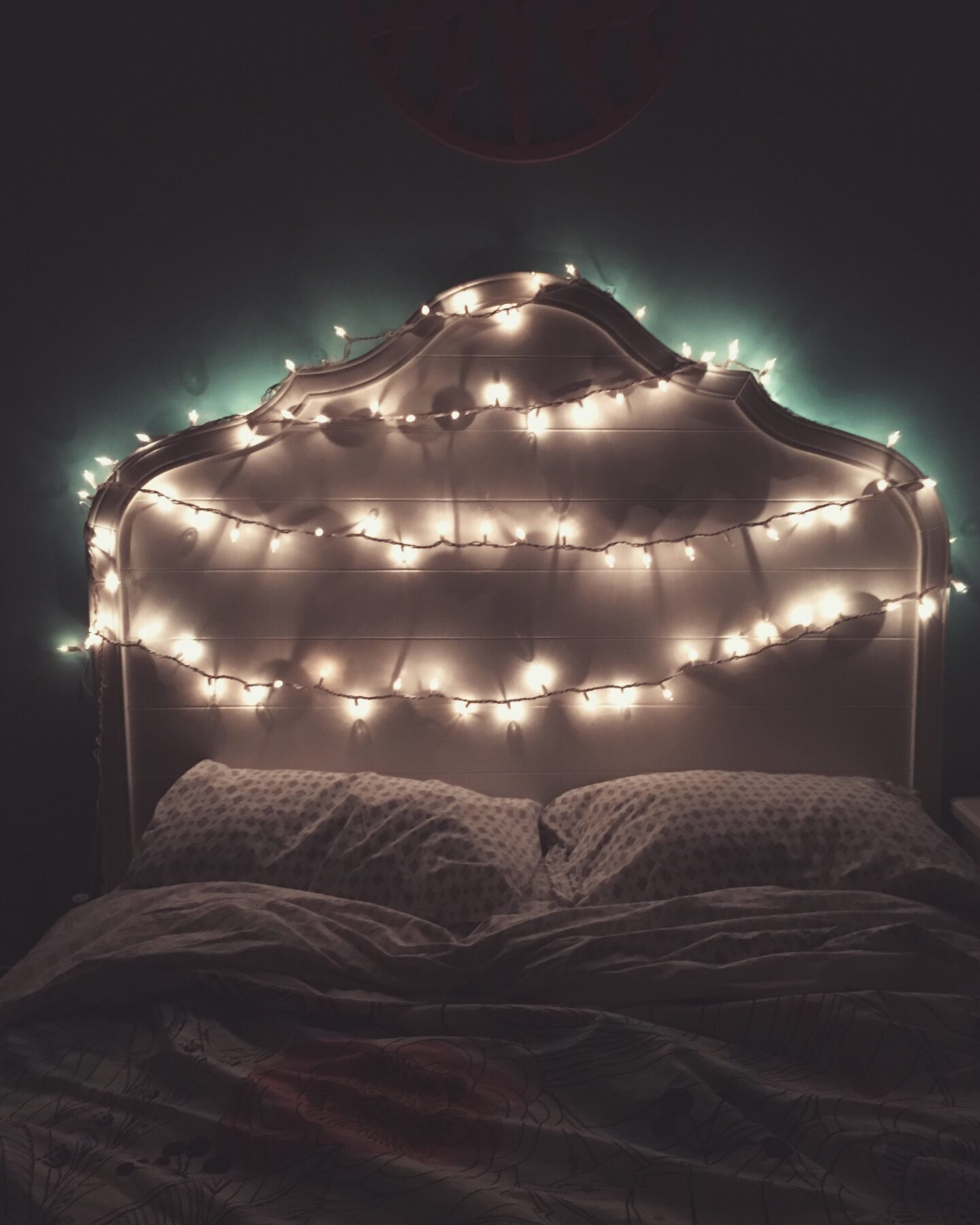 String lights for a cheap or free way to decorate your bedroom that makes your room go from bleh to amazing