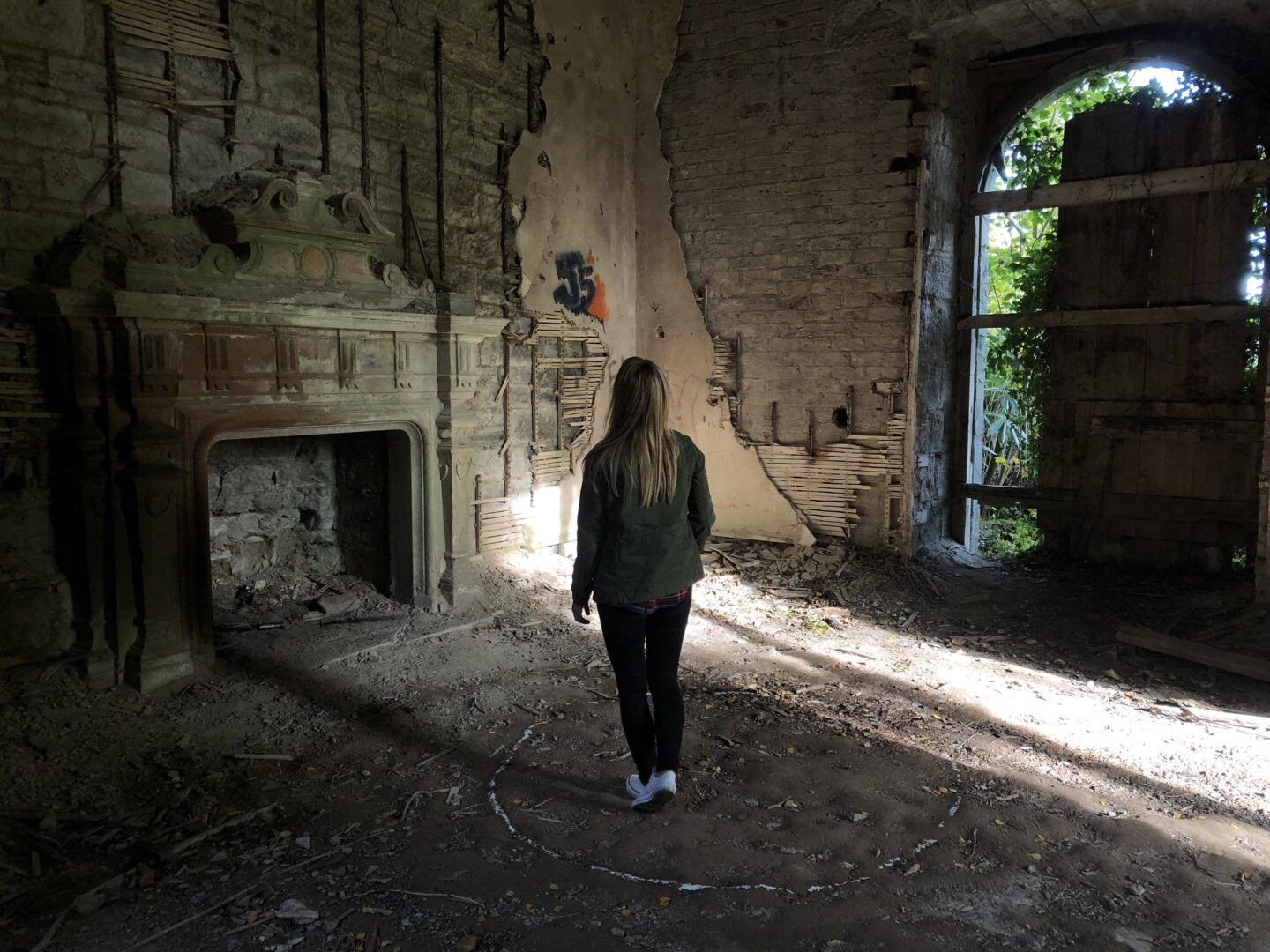 Love horror? Add visiting a haunted house to you bucket list!